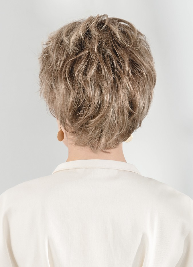 Charme | The longer and fuller layers on the top are balanced with the short nape length.