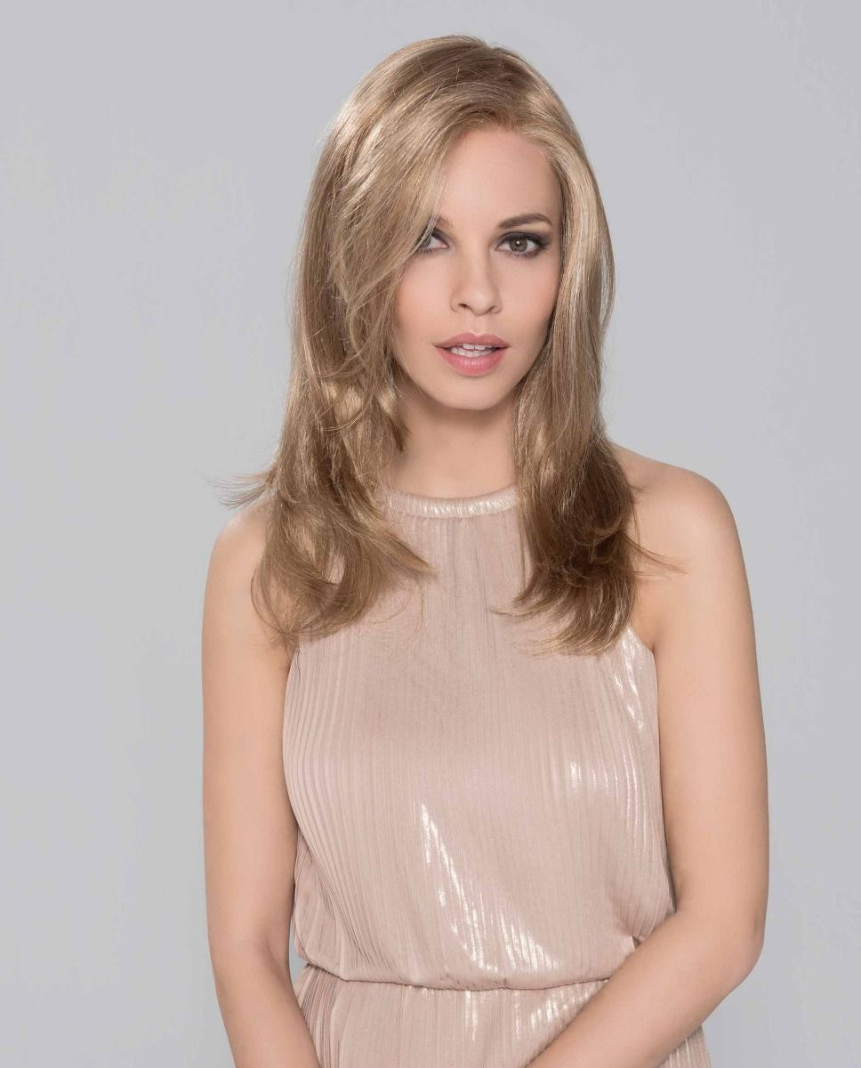 This sleek long wig features a lace front and monofilament top