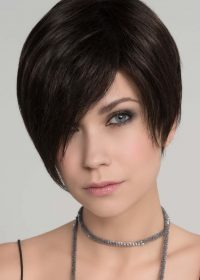 Trend Mono in Espresso Mix    The asymmetrical fringe falls to the right side of the face at the cheek bone